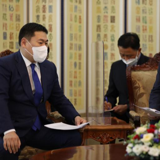 БНСУ-д оршин суугаа Монгол иргэдийг вакцинжуулалтад хамруулахад дэмжлэг хүслээ